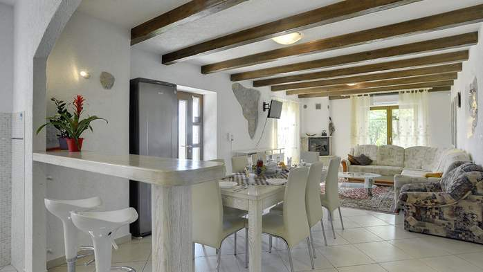 Villa for 10 persons in a quiet setting, pool with whirpool, WiFi, 18
