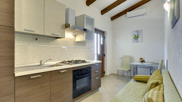 Villa for 10 persons in a quiet setting, pool with whirpool, WiFi, 29