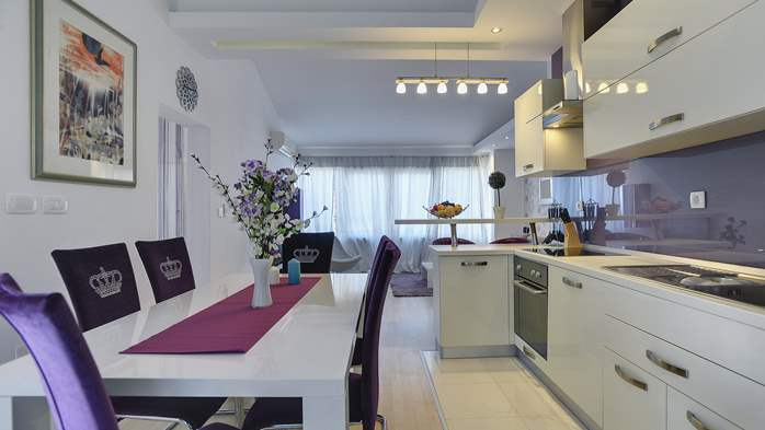 Stylish and spacious apartment 4+2 in Štinjan with AC, WIFI, 1