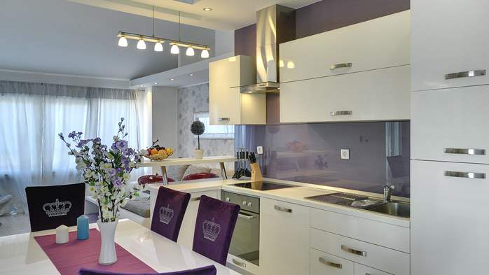 Stylish and spacious apartment 4+2 in Štinjan with AC, WIFI, 2