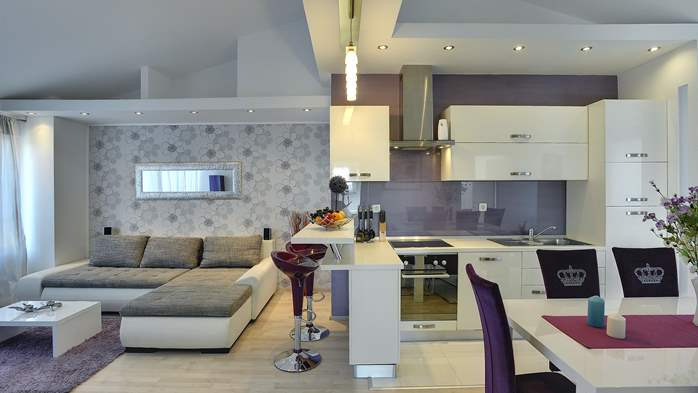 Stylish and spacious apartment 4+2 in Štinjan with AC, WIFI, 4