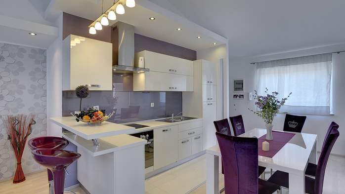 Stylish and spacious apartment 4+2 in Štinjan with AC, WIFI, 5
