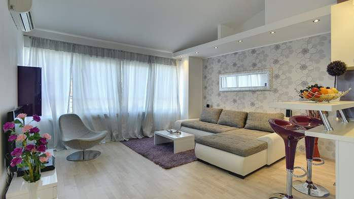 Stylish and spacious apartment 4+2 in Štinjan with AC, WIFI, 6