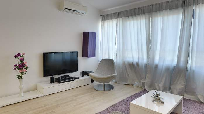 Stylish and spacious apartment 4+2 in Štinjan with AC, WIFI, 8