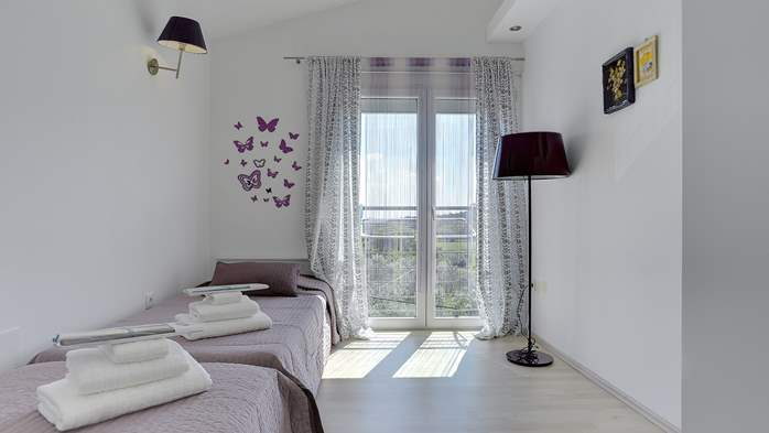 Stylish and spacious apartment 4+2 in Štinjan with AC, WIFI, 11