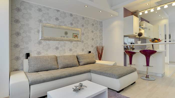 Stylish and spacious apartment 4+2 in Štinjan with AC, WIFI, 7