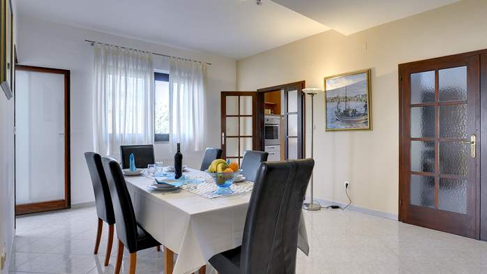 Comfortable and elegant holiday home with private garden, WIFI, 7