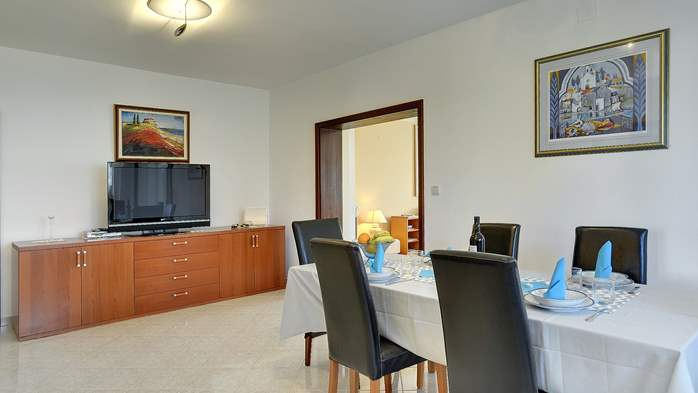 Comfortable and elegant holiday home with private garden, WIFI, 9
