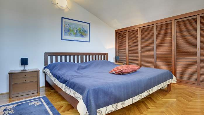 Comfortable and elegant holiday home with private garden, WIFI, 25