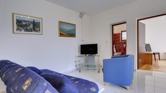 Comfortable and elegant holiday home with private garden, WIFI, 30