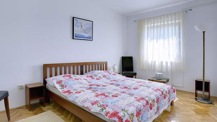 Comfortable and elegant holiday home with private garden, WIFI, 31
