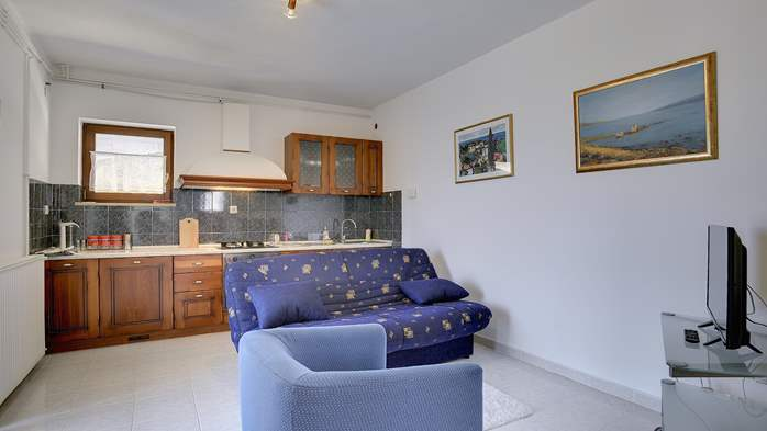 Comfortable and elegant holiday home with private garden, WIFI, 28