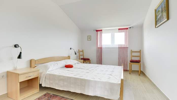 Comfortable and spacious apartment with balcony near the beach, 7