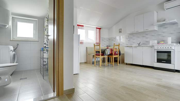 Comfortable and spacious apartment with balcony near the beach, 6