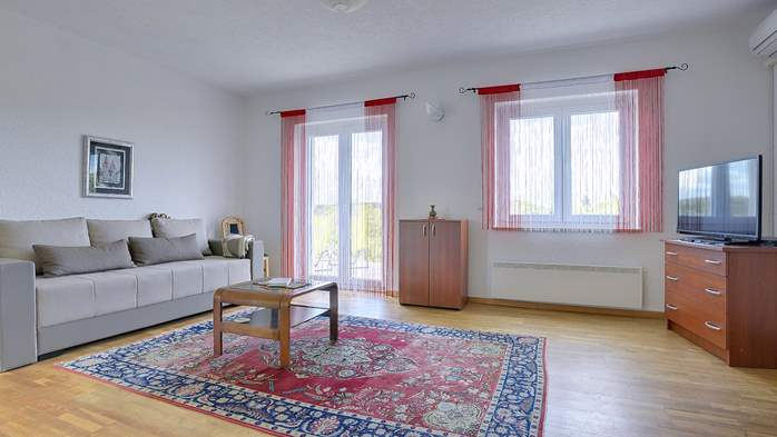 Bright and cozy apartment on the first floor with balcony, 3