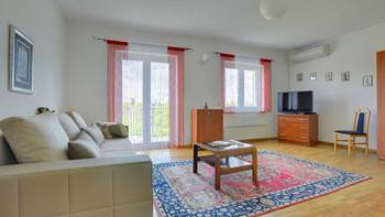Bright and cozy apartment on the first floor with balcony, 2
