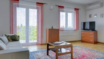 Bright and cozy apartment on the first floor with balcony, 4