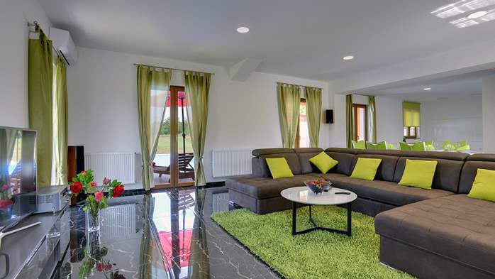 Classy and elegant villa on a large estate for up to 6 persons, 10