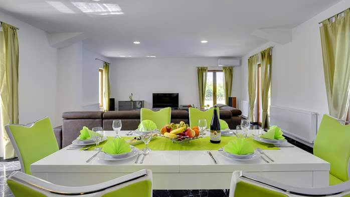 Classy and elegant villa on a large estate for up to 6 persons, 18