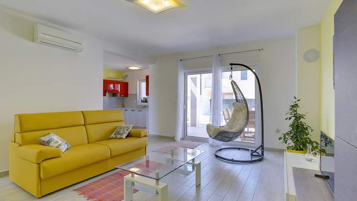 Modern holiday apartment with private pool close to the sea, 7