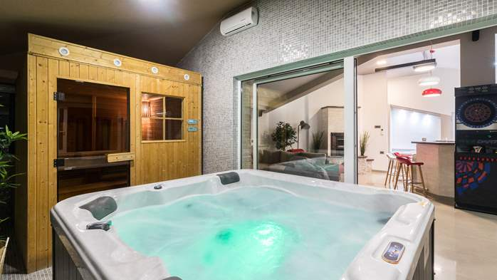 Enchanting villa with pool, finnish sauna, jacuzzi and gym, 39