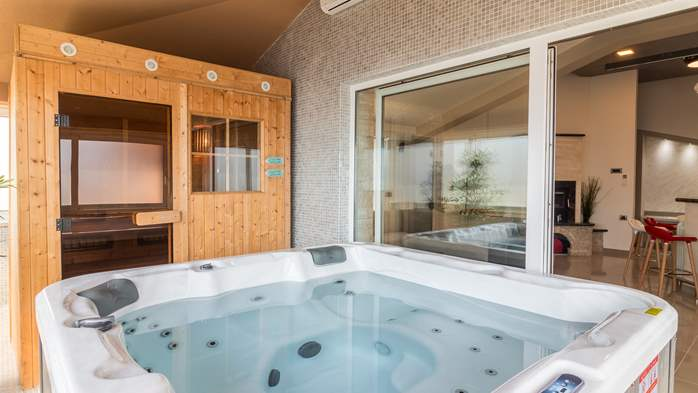 Enchanting villa with pool, finnish sauna, jacuzzi and gym, 53