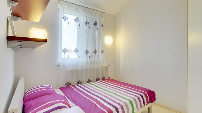 Spacious apartment in Pula close to the sea, with WiFi and SAT-TV, 14
