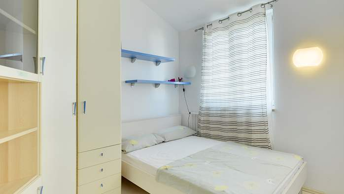 Spacious apartment in Pula close to the sea, with WiFi and SAT-TV, 15