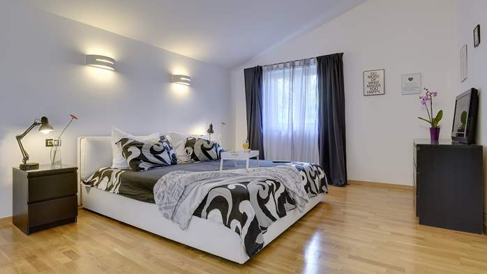 Outstanding villa with heated pool, air conditioning and WiFi, 28