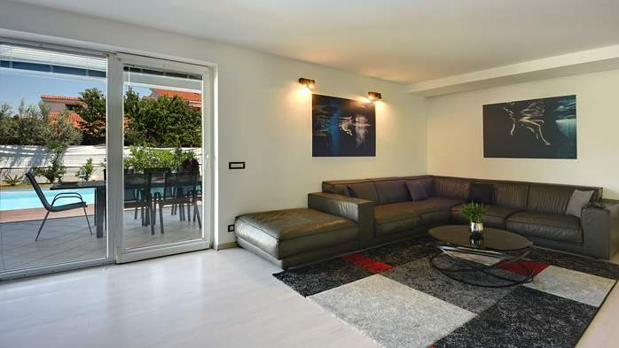 Outstanding villa with heated pool, air conditioning and WiFi, 18