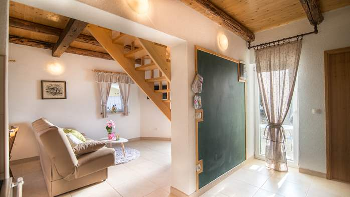 Nice house on two floors offers comfortable lodging, BBQ, terrace, 9