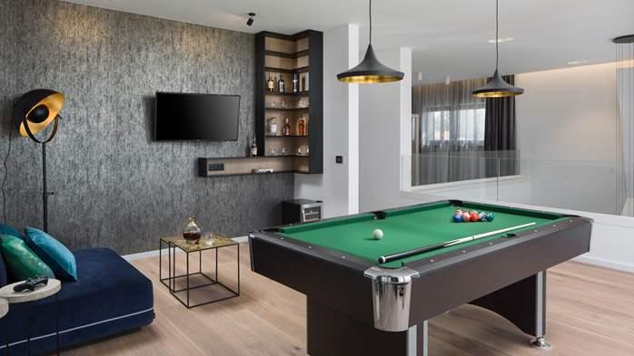 Stylish villa with heated pool near Pula, with wine cellar, 39