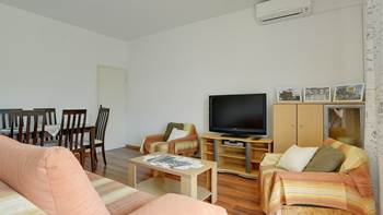 Bright and spacious apartment for up to 8 persons, free WiFi, 2