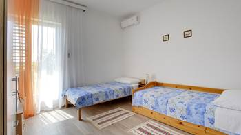 Bright and spacious apartment for up to 8 persons, free WiFi, 7