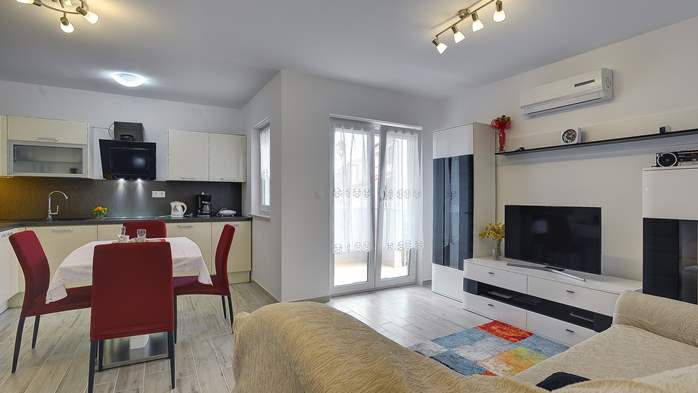 Nice air-conditioned apartment for 4 people, with private terrace, 1