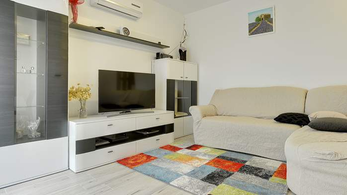 Nice air-conditioned apartment for 4 people, with private terrace, 2