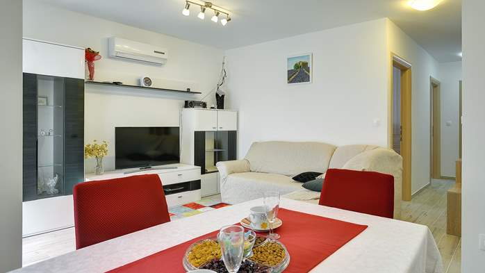 Nice air-conditioned apartment for 4 people, with private terrace, 5