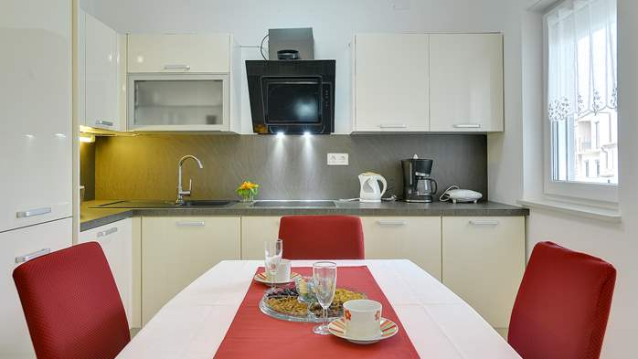 Nice air-conditioned apartment for 4 people, with private terrace, 10