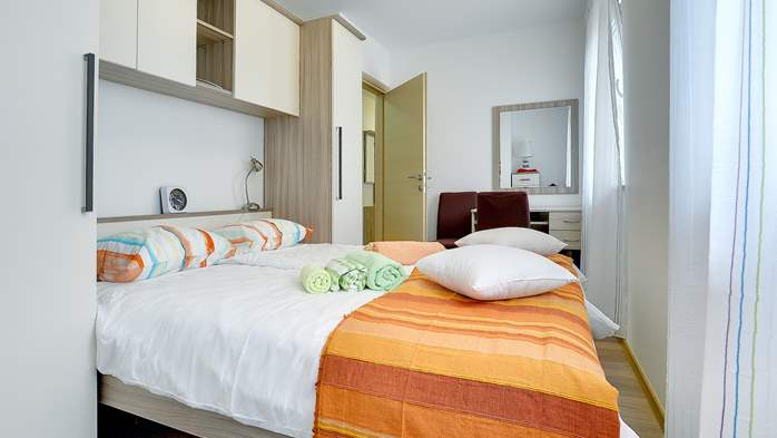 Nice air-conditioned apartment for 4 people, with private terrace, 11