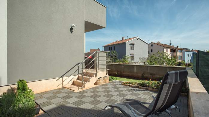 Nice air-conditioned apartment for 4 people, with private terrace, 13
