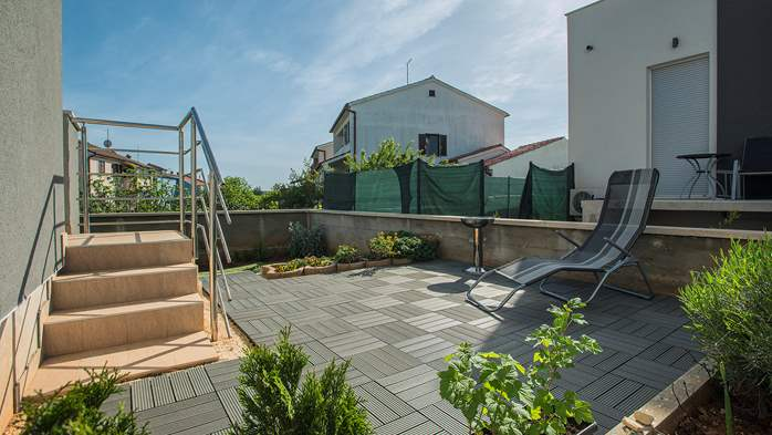 Nice air-conditioned apartment for 4 people, with private terrace, 12