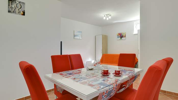 Nicely decorated studio apartment in Pula for 2 persons, 5