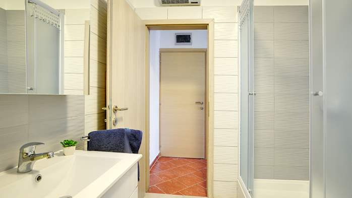Nicely decorated studio apartment in Pula for 2 persons, 8