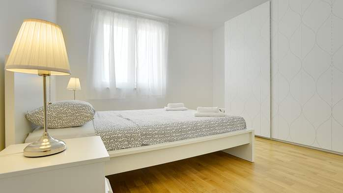 Elegant and air-conditioned apartment for up to 6 people, WiFi, 10