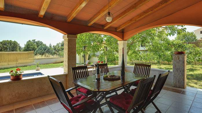 Charming villa with outdoor pool, nice garden and tavern, 29