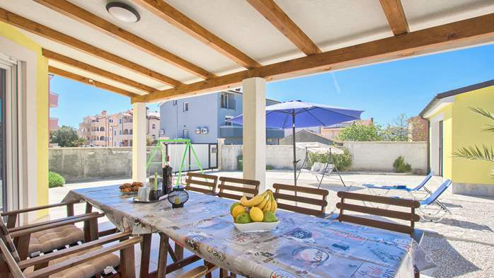House near the sea in Medulin offers a private yard with BBQ, 32