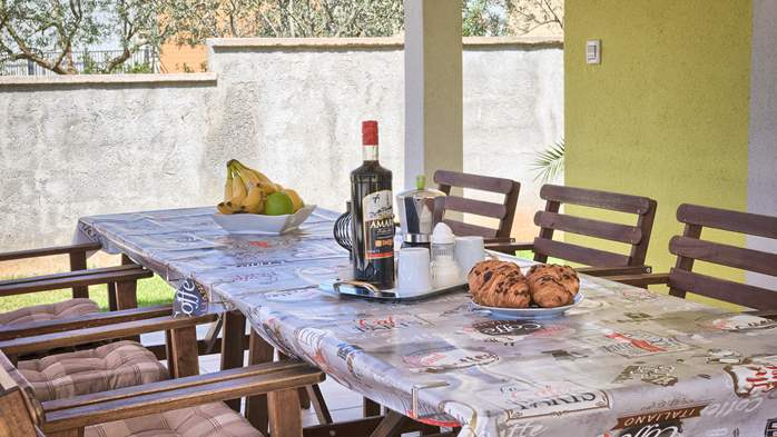 House near the sea in Medulin offers a private yard with BBQ, 34