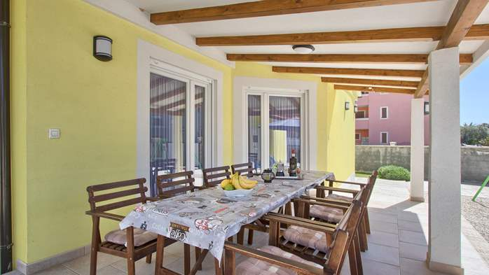 House near the sea in Medulin offers a private yard with BBQ, 36