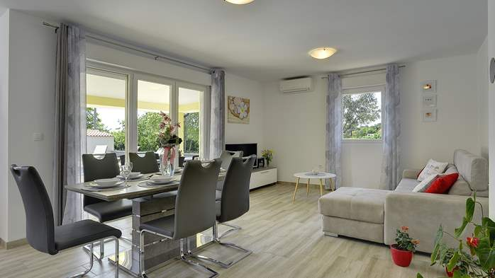 Villa surrounded by nature, with outdoor pool and barbecue, 9
