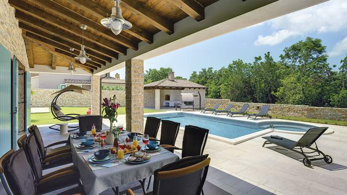 Outstanding villa  with private pool, spacious garden and BBQ, 30